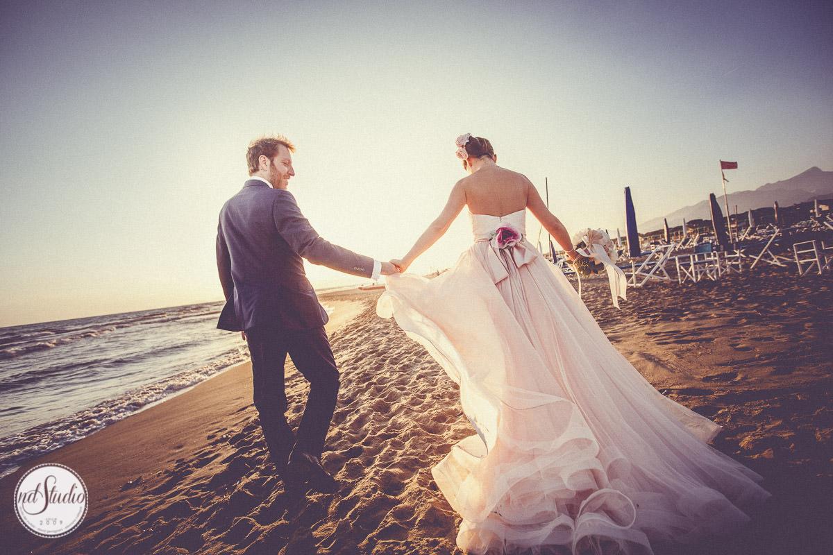 Matrimonio Spiaggia Forte Dei Marmi : Fotografo matrimonio pietrasanta